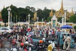 countryhorizons_cambodia_busystreet
