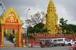 countryhorizons_cambodia_busystreet_grandeur