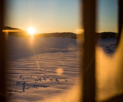 countryhorizons_sunrise_window_snow2